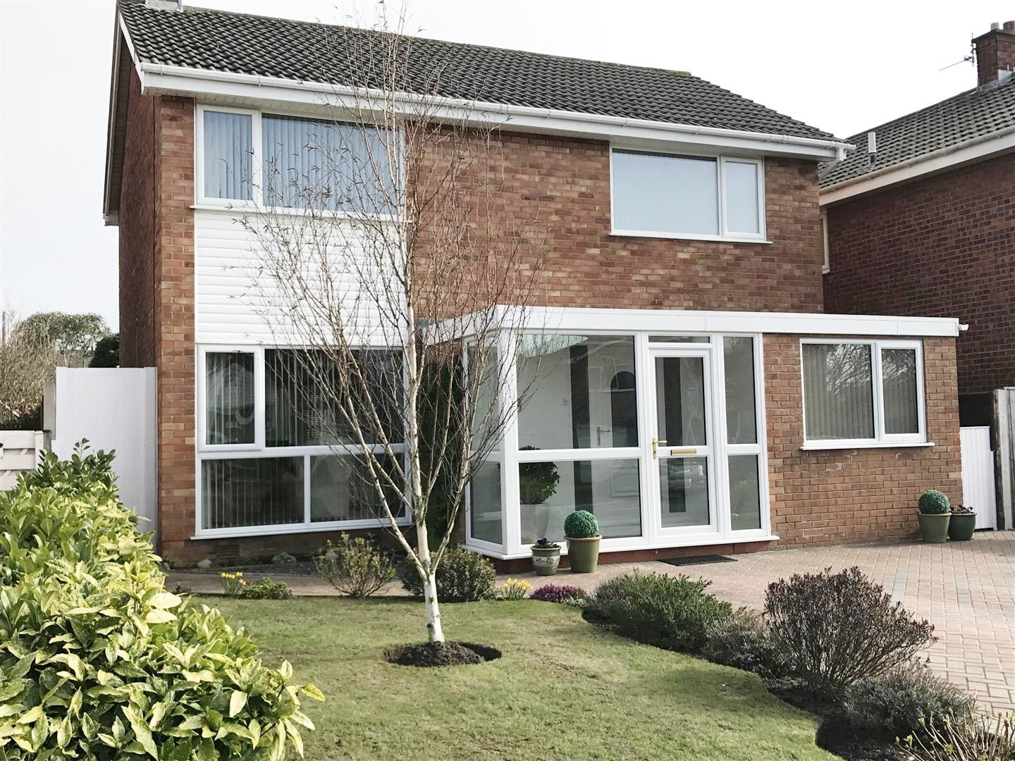 4 Bedrooms Property for sale in Larchwood Close, Lytham